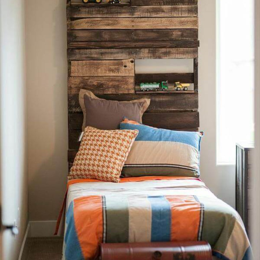 Pallet Bedroom Headboard