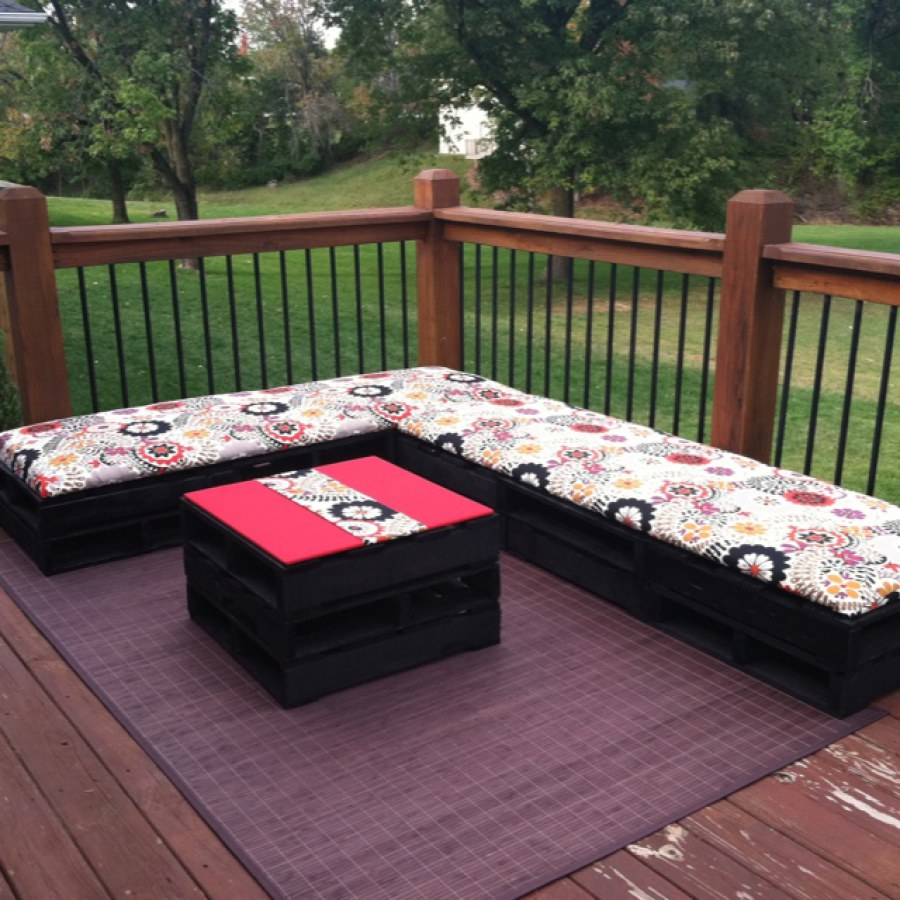 Black Pallet Furniture With Colorful Cushions