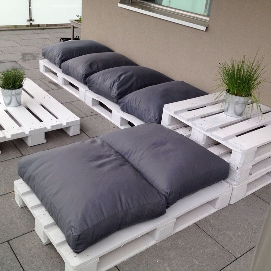 White Pallet Furniture